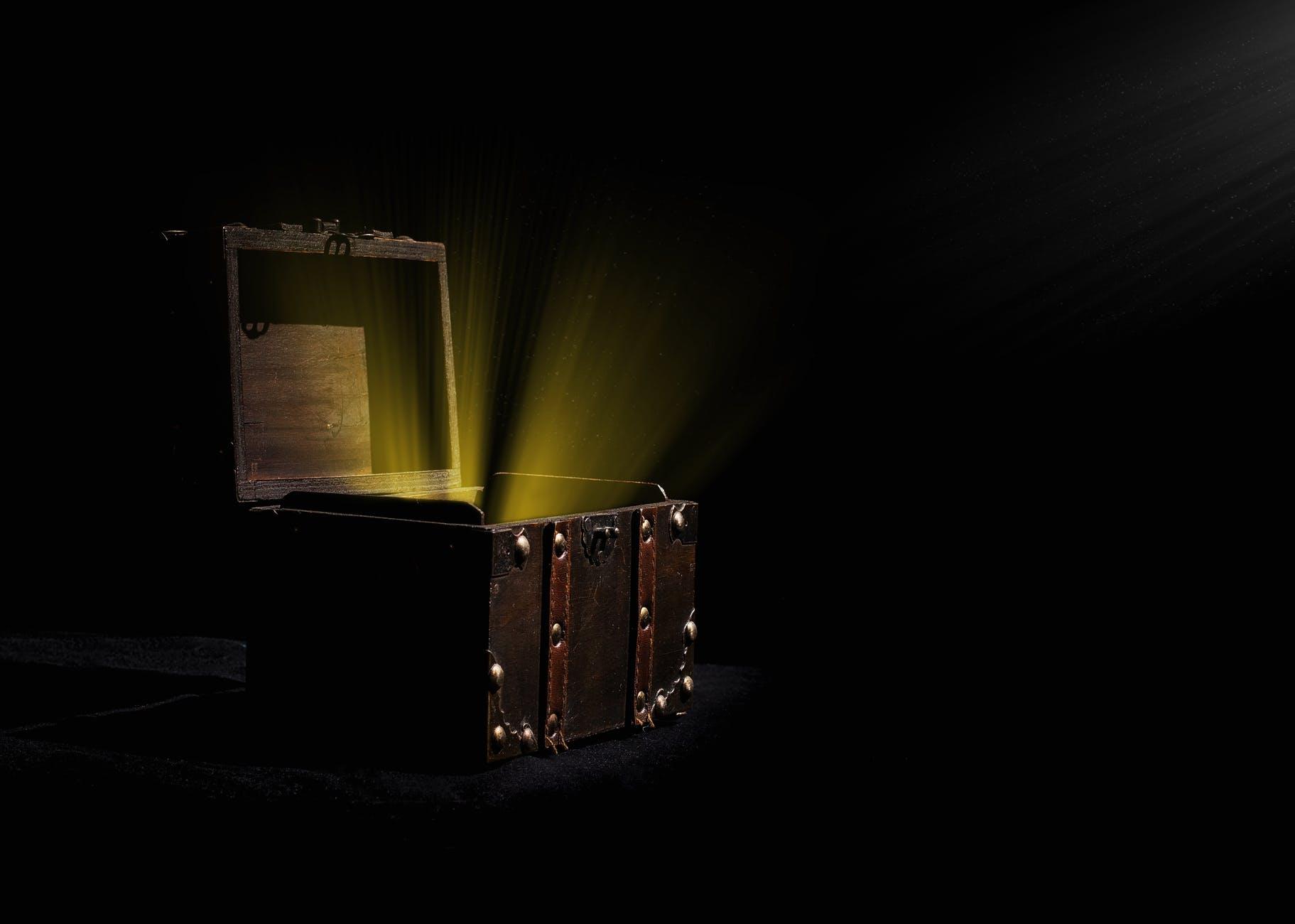 analogue art box chest